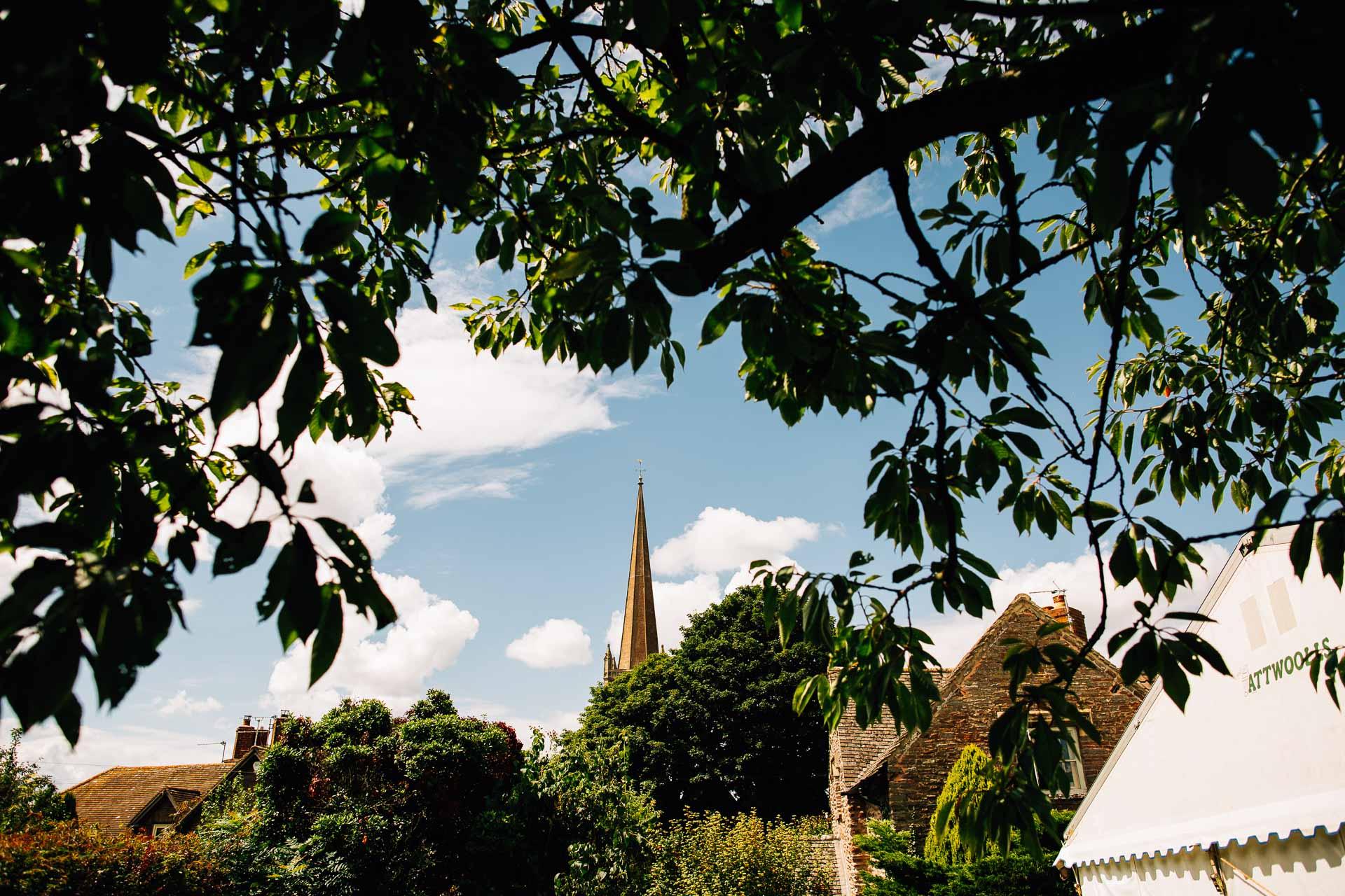 winterbourne-medieval-barn-wedding-photography-emma-andrew-17
