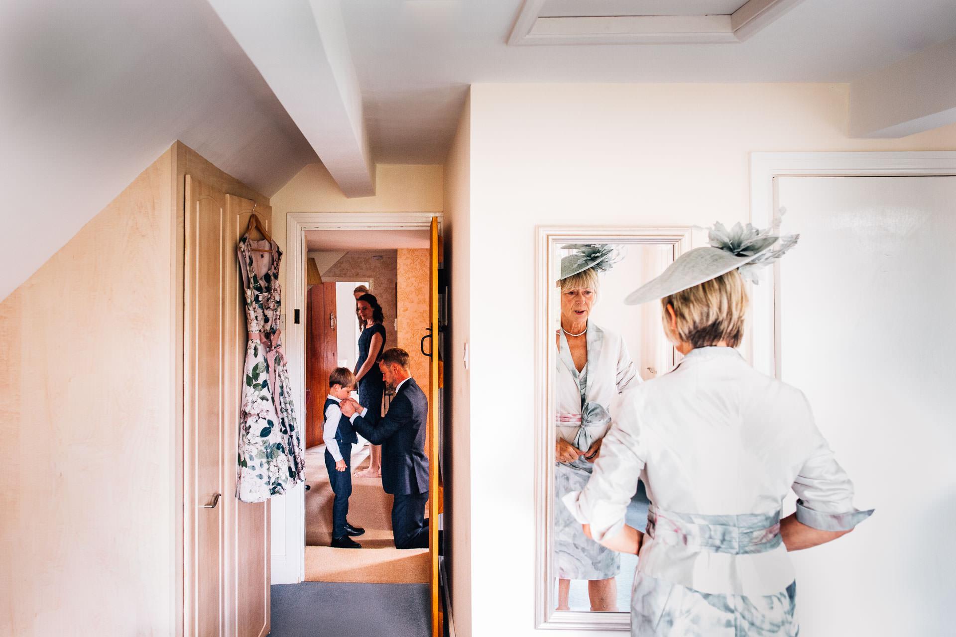 winterbourne-medieval-barn-wedding-photography-emma-andrew-19