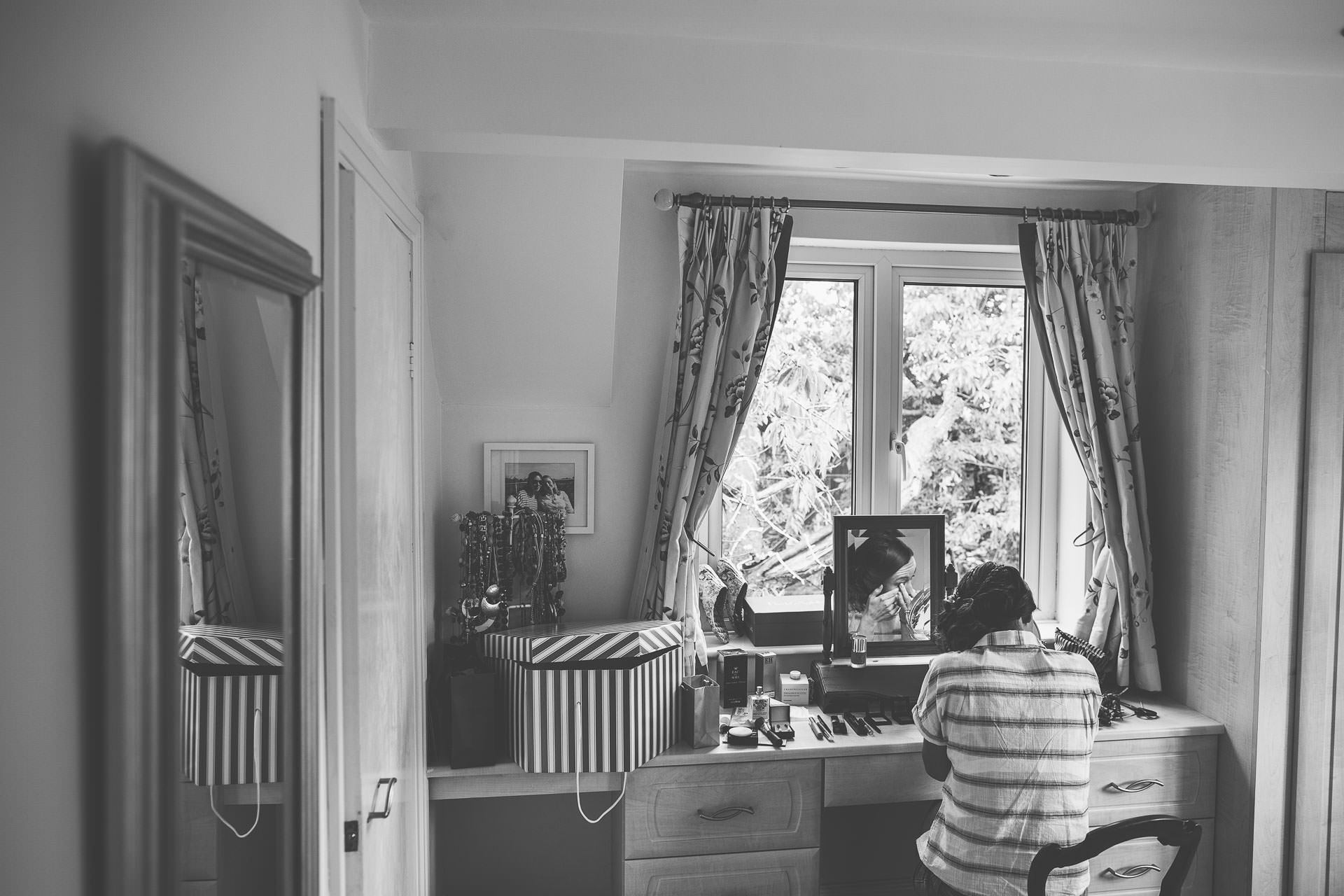 winterbourne-medieval-barn-wedding-photography-emma-andrew-24