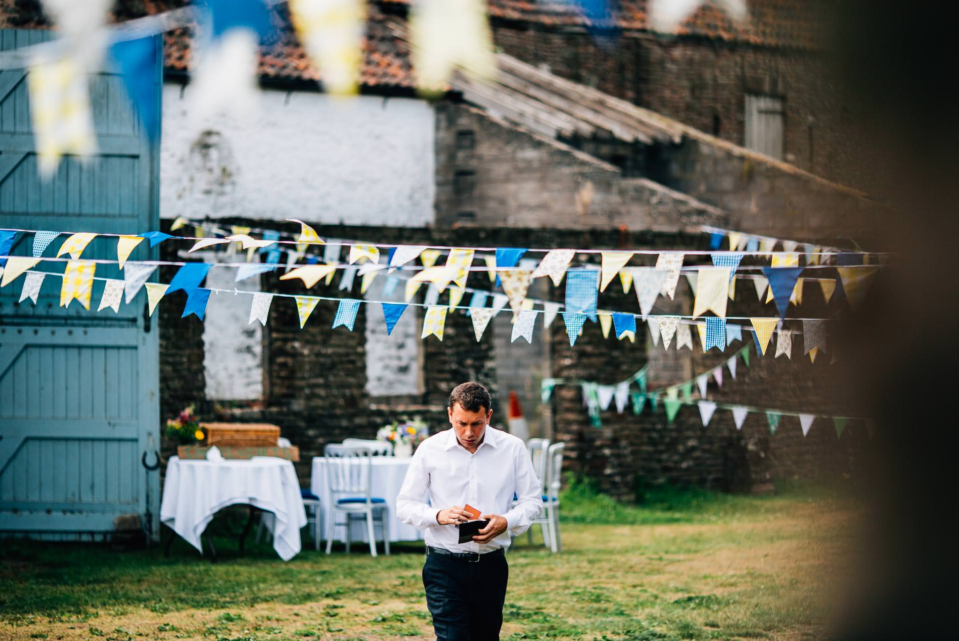 winterbourne-medieval-barn-wedding-photography-emma-andrew-26