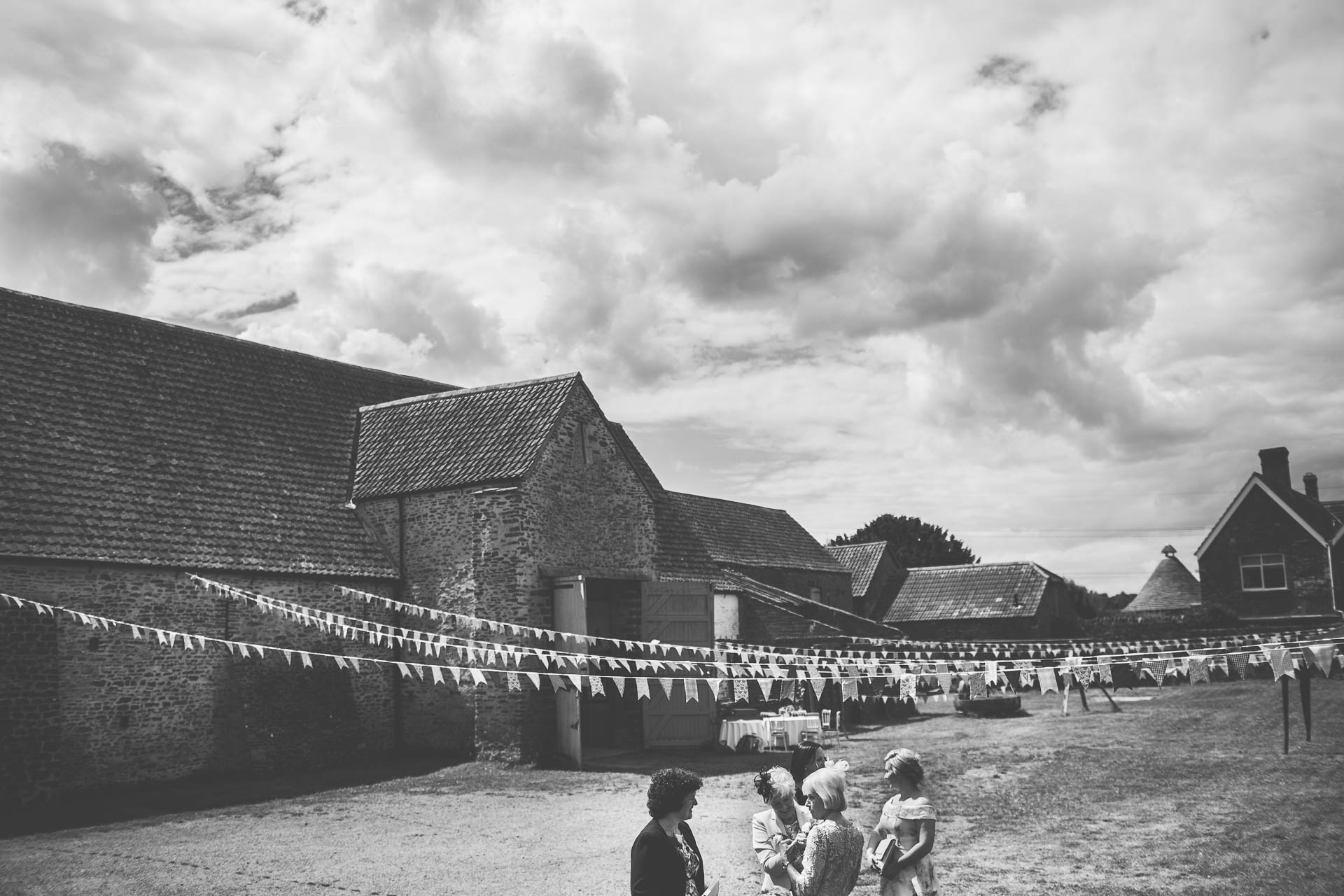 winterbourne-medieval-barn-wedding-photography-emma-andrew-34
