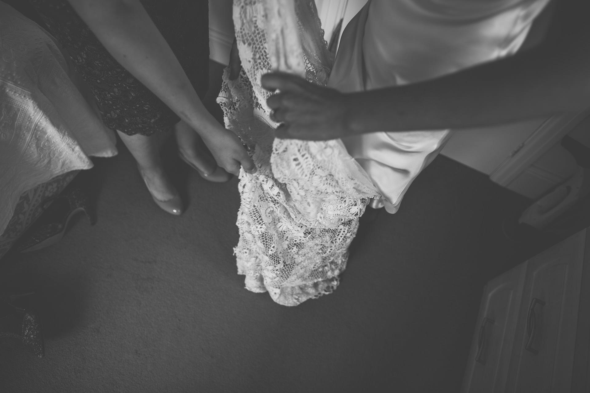 winterbourne-medieval-barn-wedding-photography-emma-andrew-39