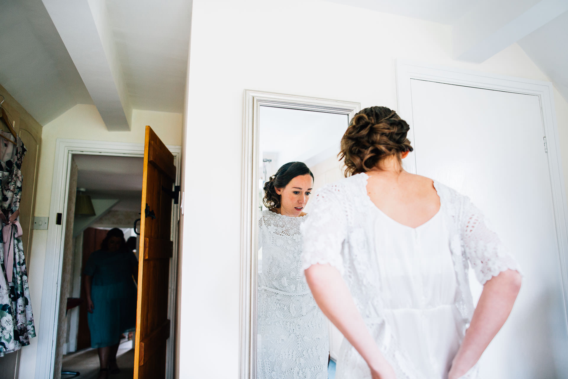 winterbourne-medieval-barn-wedding-photography-emma-andrew-40