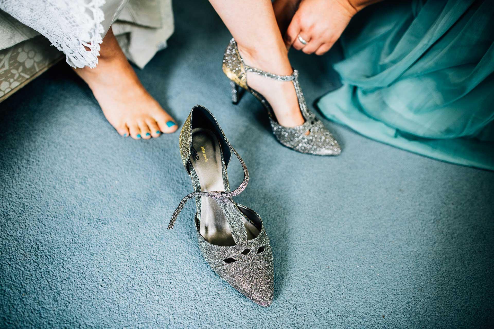 winterbourne-medieval-barn-wedding-photography-emma-andrew-42