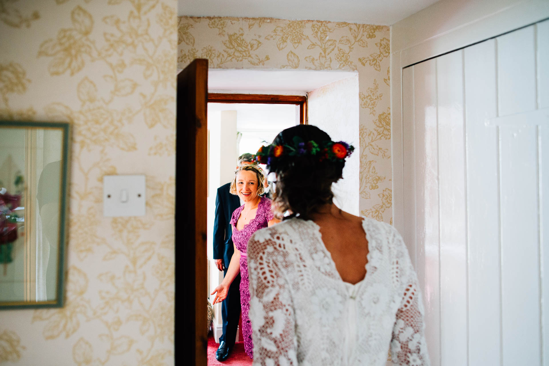 winterbourne-medieval-barn-wedding-photography-emma-andrew-48