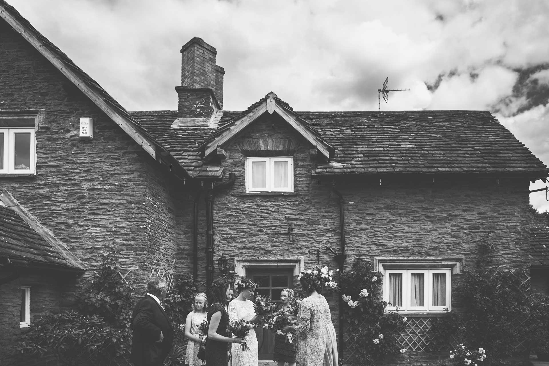 winterbourne-medieval-barn-wedding-photography-emma-andrew-49