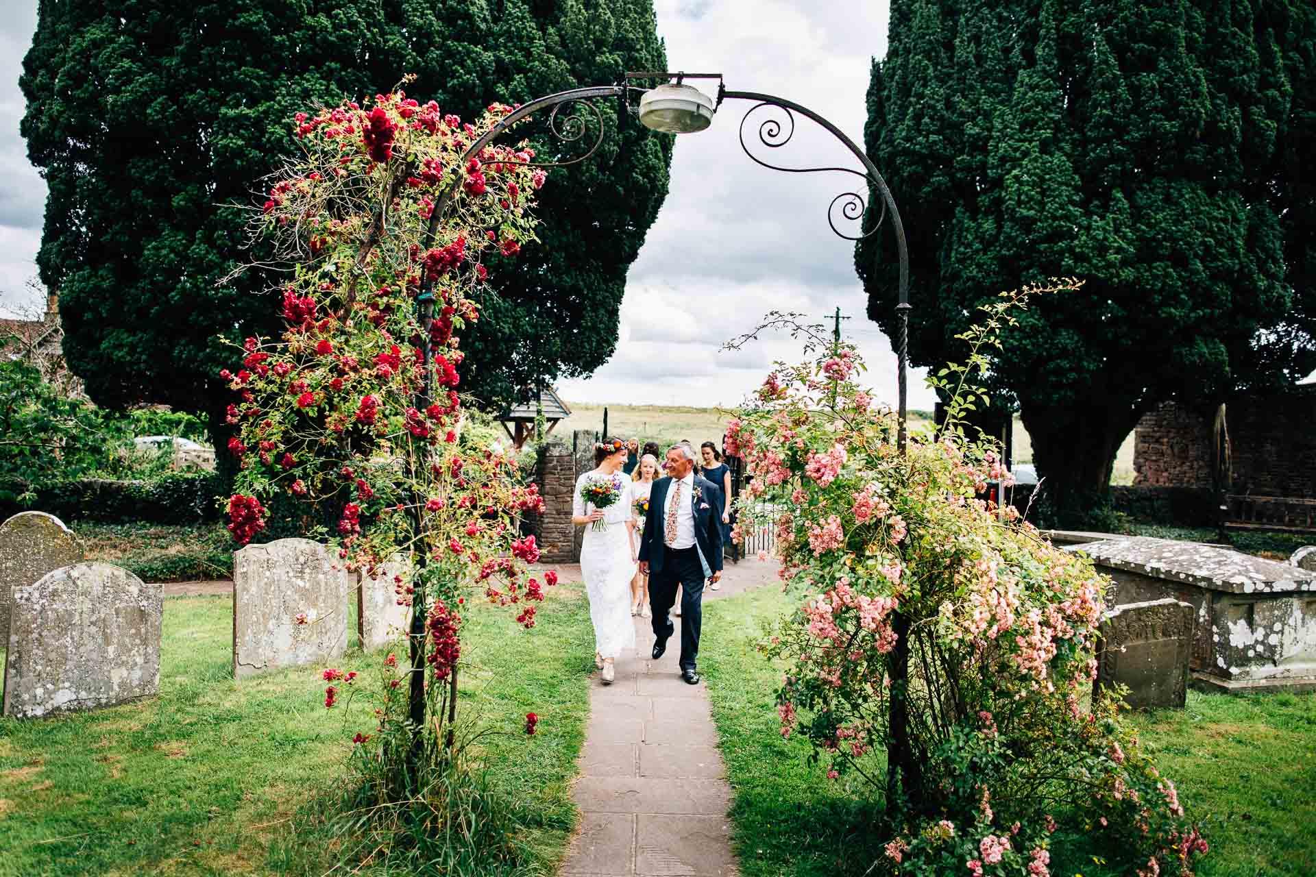 winterbourne-medieval-barn-wedding-photography-emma-andrew-51