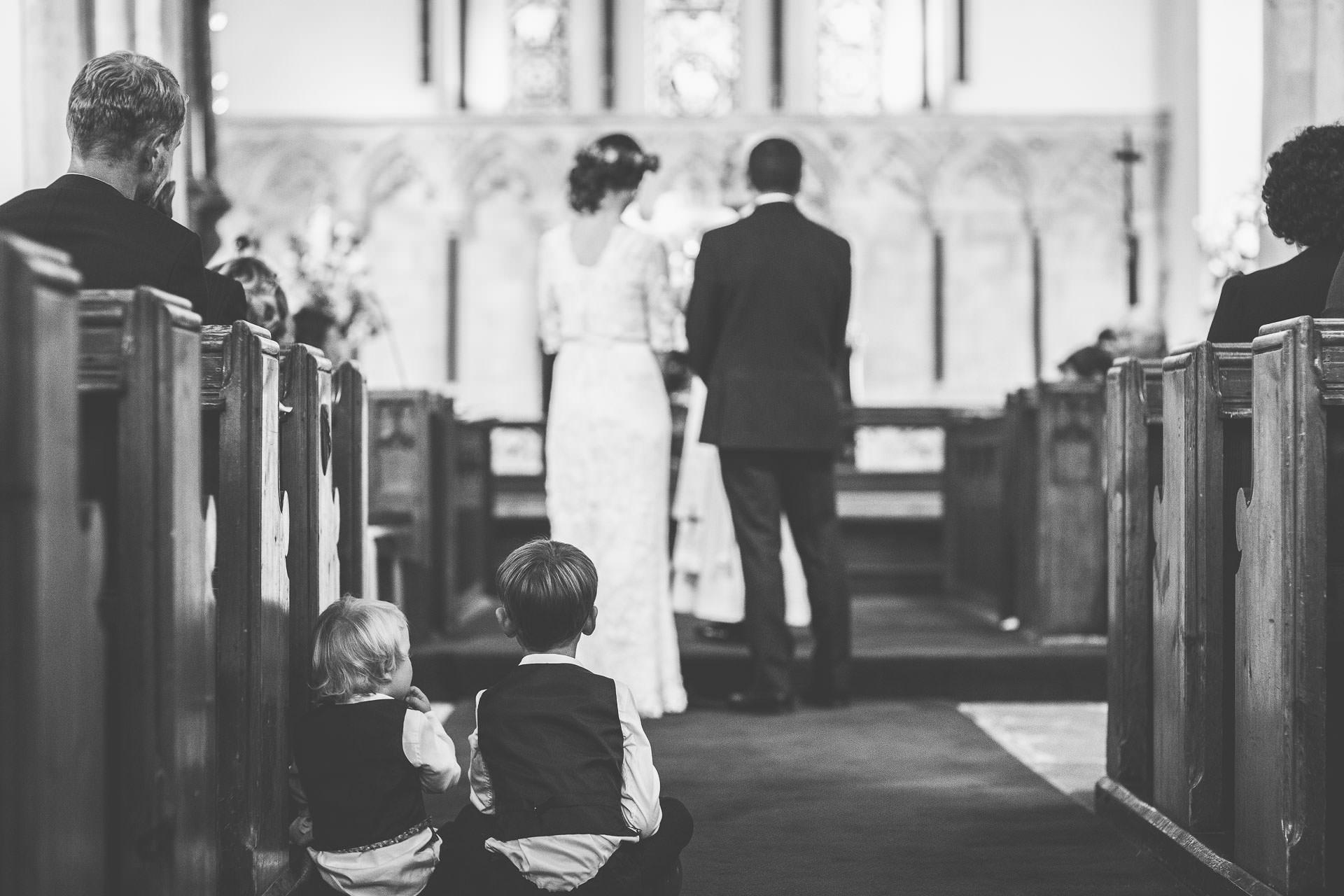 winterbourne-medieval-barn-wedding-photography-emma-andrew-58