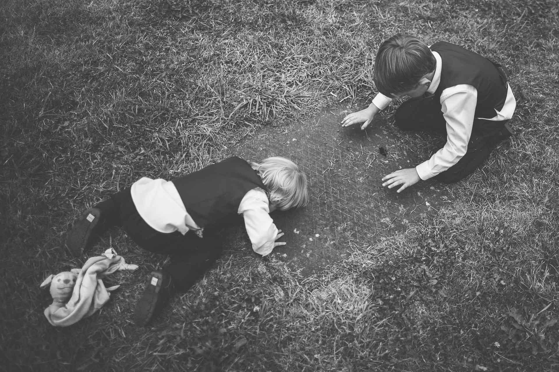 winterbourne-medieval-barn-wedding-photography-emma-andrew-68