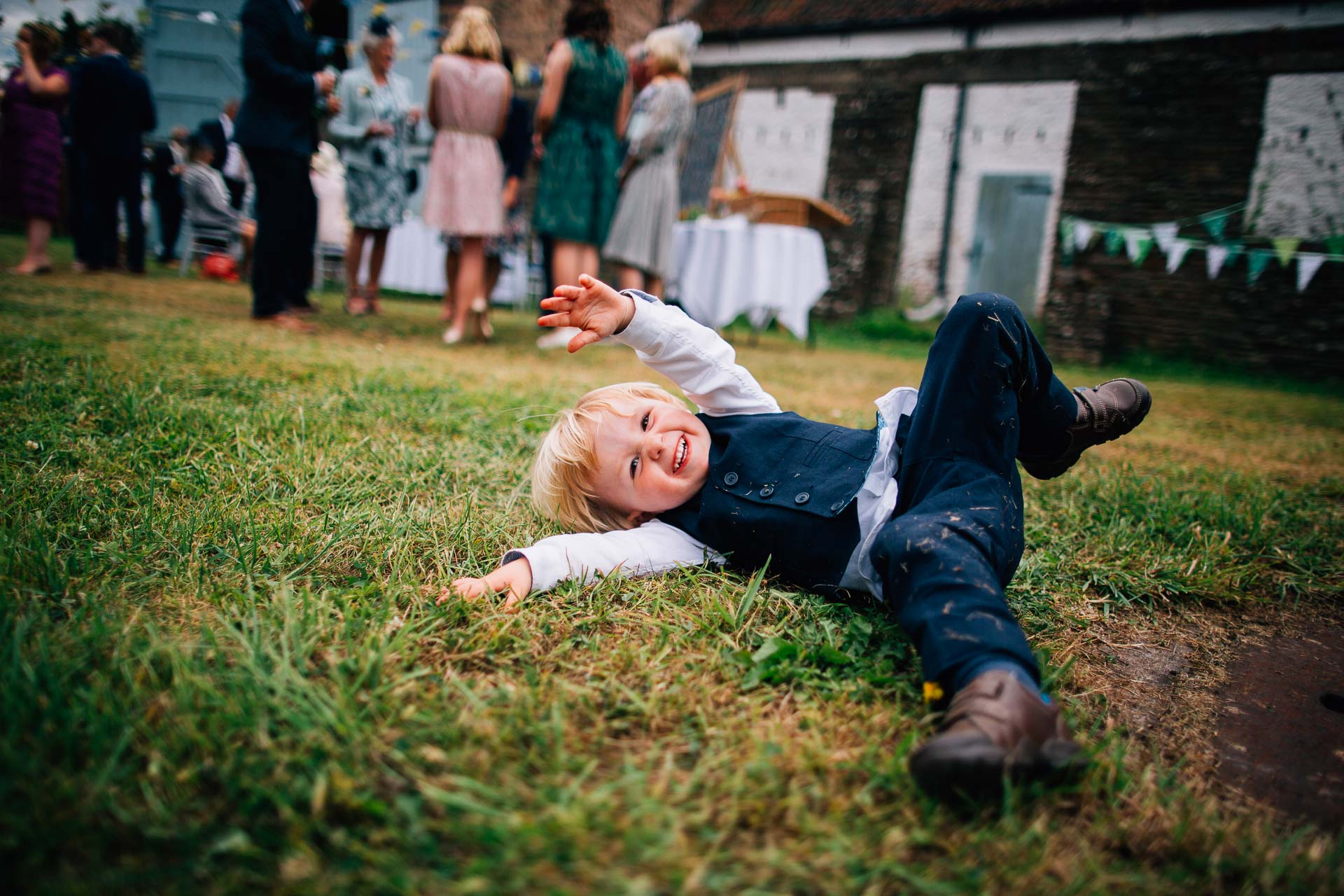 winterbourne-medieval-barn-wedding-photography-emma-andrew-70