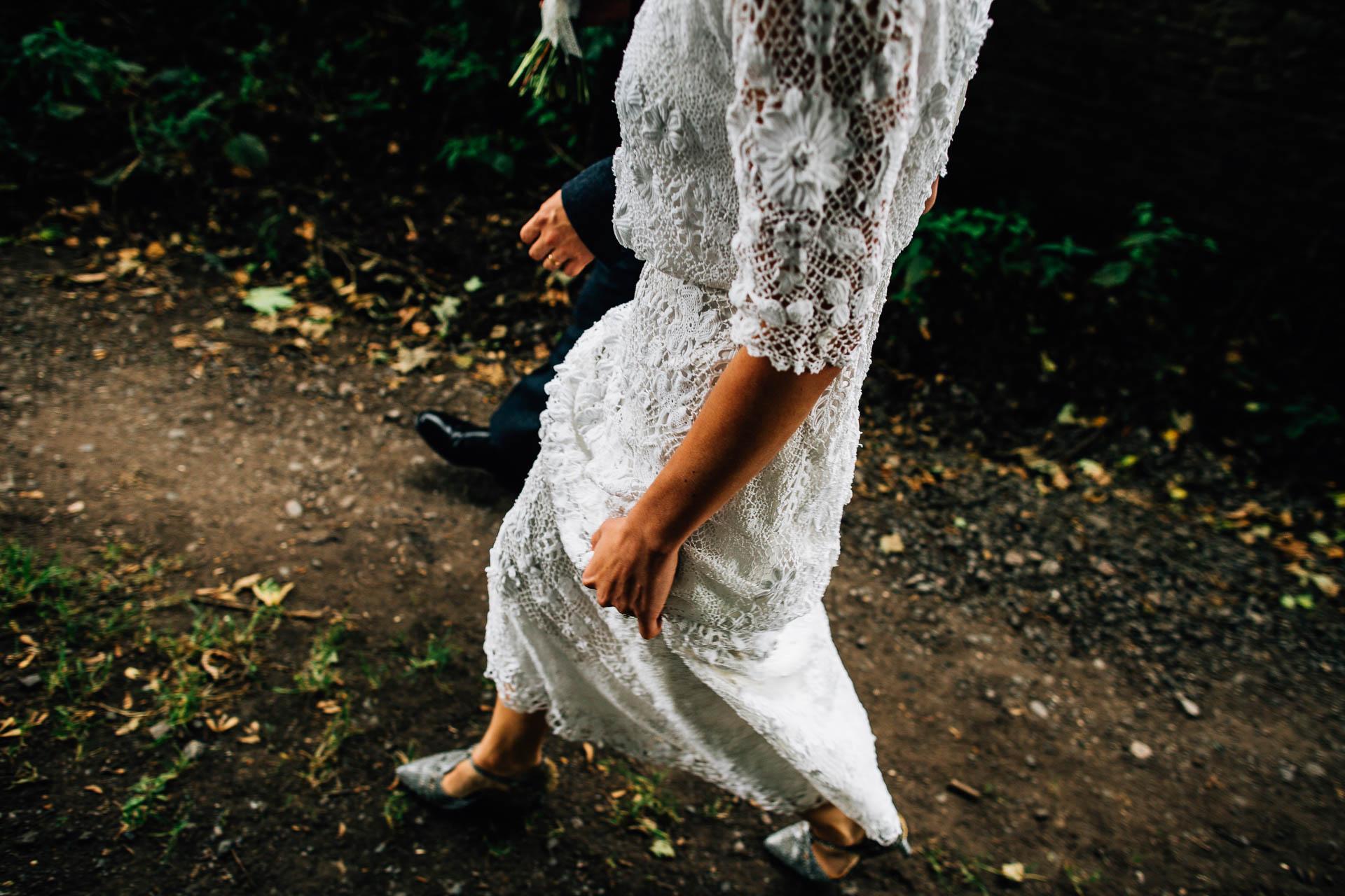 winterbourne-medieval-barn-wedding-photography-emma-andrew-73