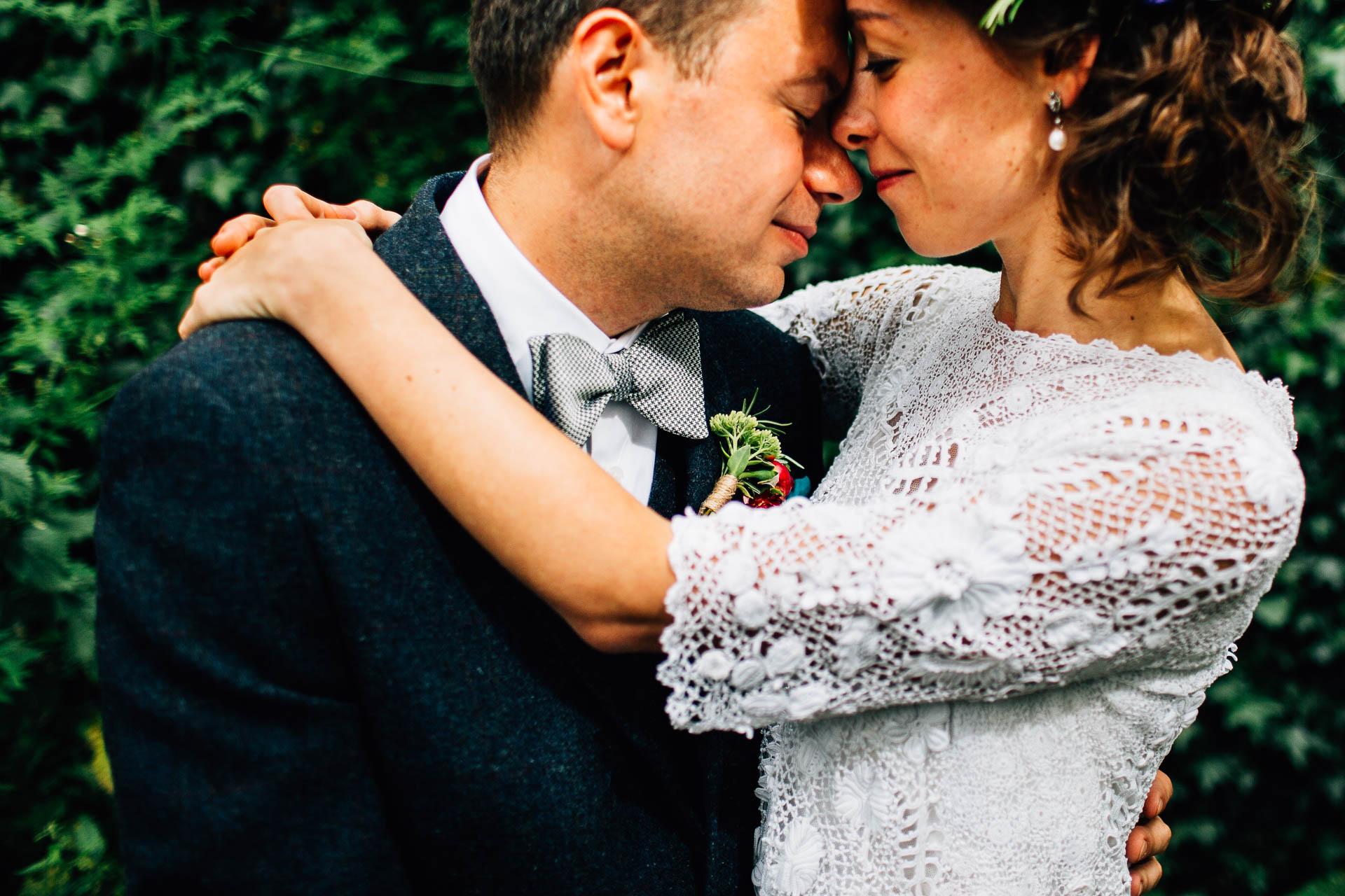 winterbourne-medieval-barn-wedding-photography-emma-andrew-74