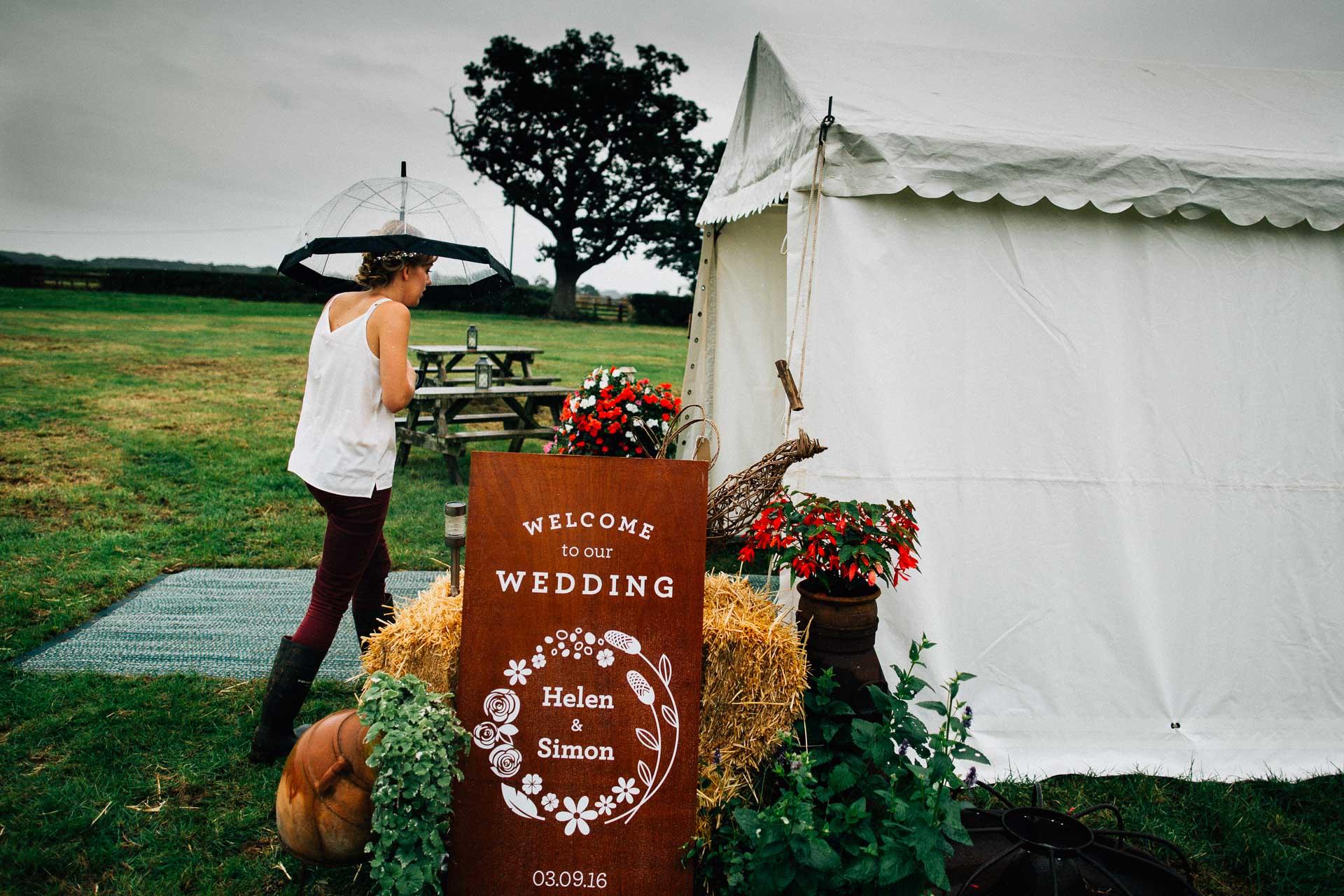 cheshire-rustic-farm-wedding-photography-helen-simon-1