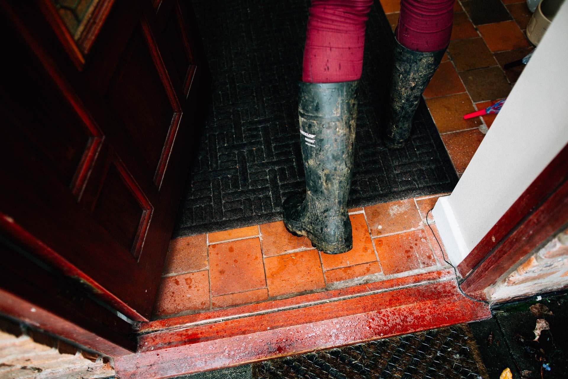 cheshire-rustic-farm-wedding-photography-helen-simon-2