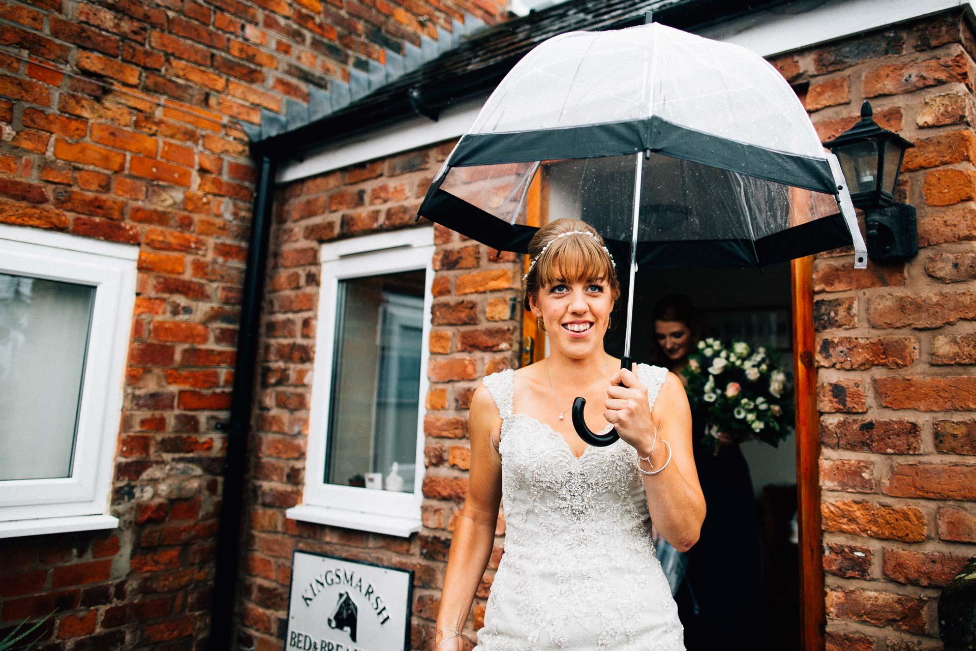 cheshire-rustic-farm-wedding-photography-helen-simon-34