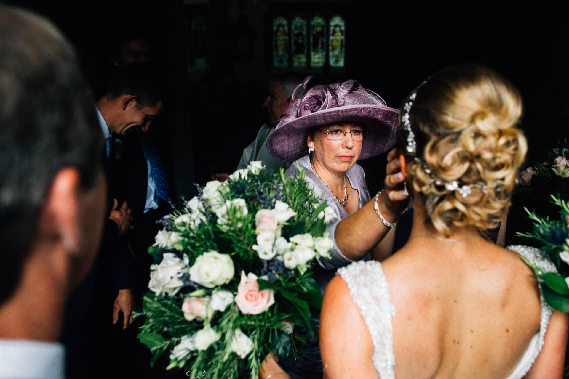 cheshire-rustic-farm-wedding-photography-helen-simon-41