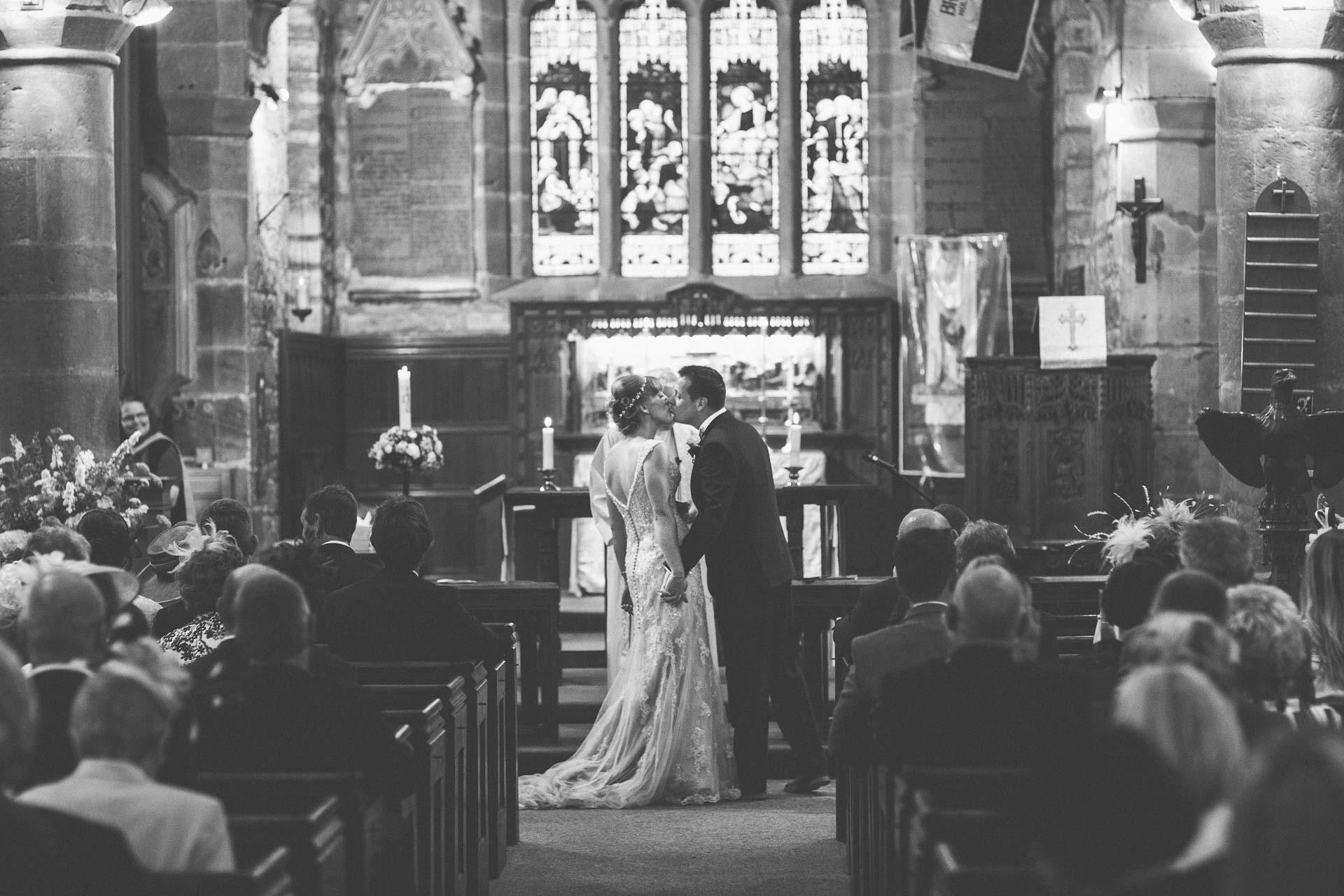 cheshire-rustic-farm-wedding-photography-helen-simon-45