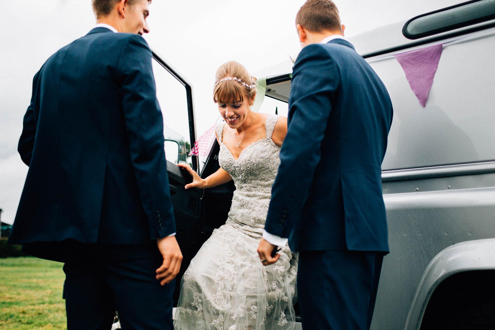 cheshire-rustic-farm-wedding-photography-helen-simon-48
