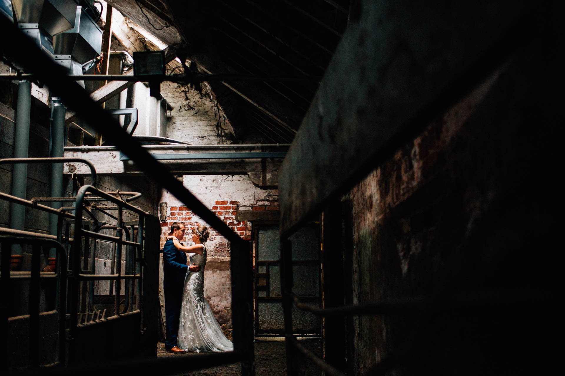 cheshire-rustic-farm-wedding-photography-helen-simon-55