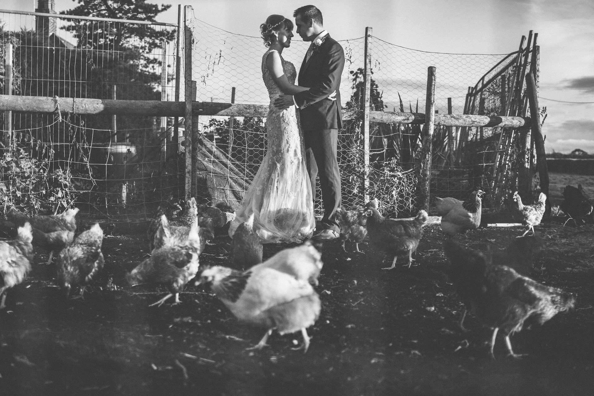 cheshire-rustic-farm-wedding-photography-helen-simon-73
