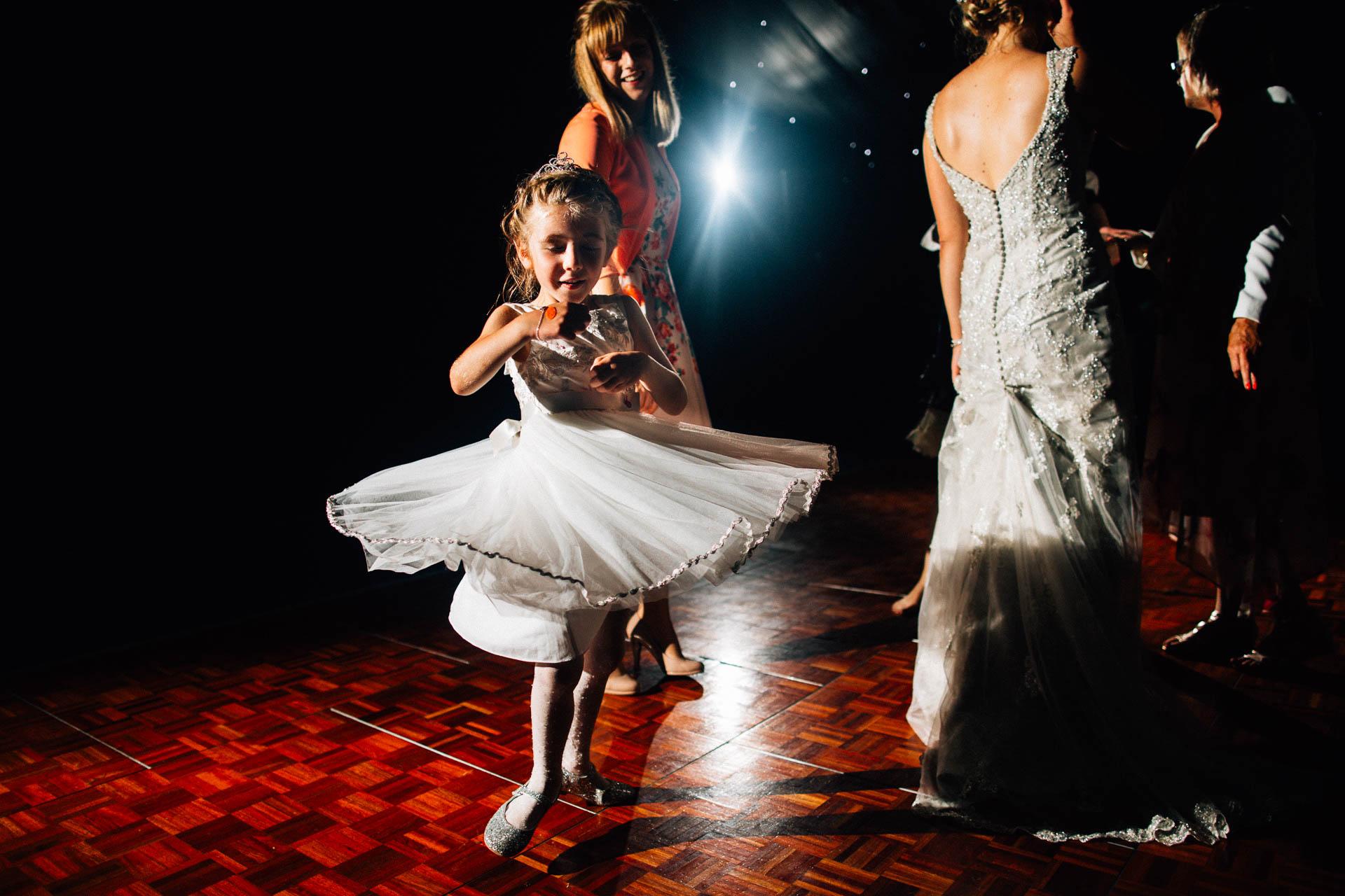 cheshire-rustic-farm-wedding-photography-helen-simon-79